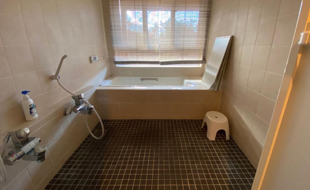 Kamimoku house bathtub